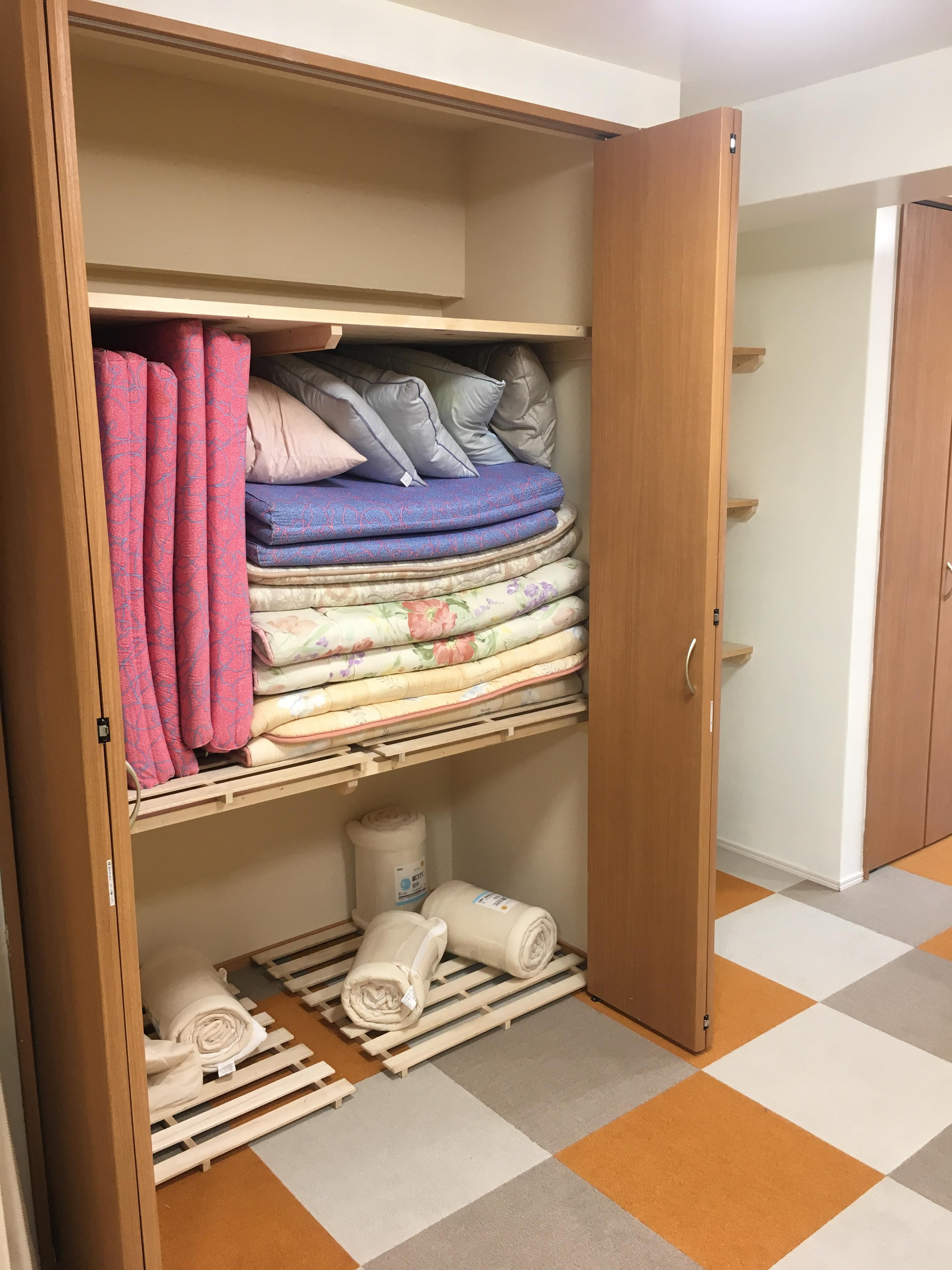 Closet for mantles